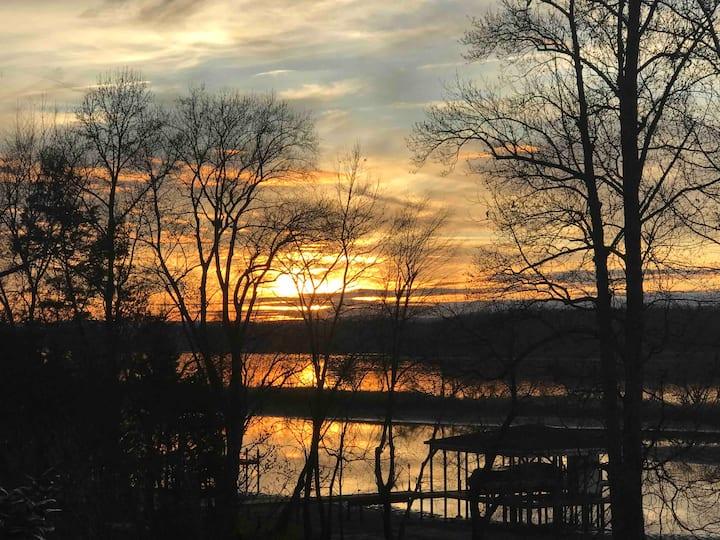 Gorgeous Lake House. Close to Dayton, Sleeps 8