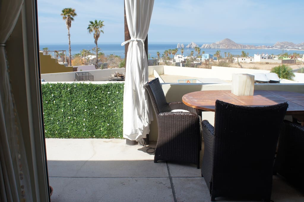 Green wall and ocean view!