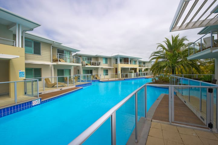 Pacific Blue 129 - 2 bed swimout apartment - Salamander Bay - Lejlighed