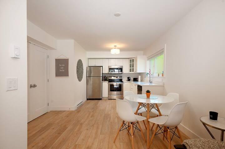 New Bright 1 bedroom suite near Edgemont