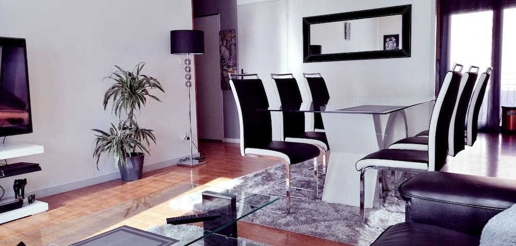 Chambre privée avec télé dans appartement partagé