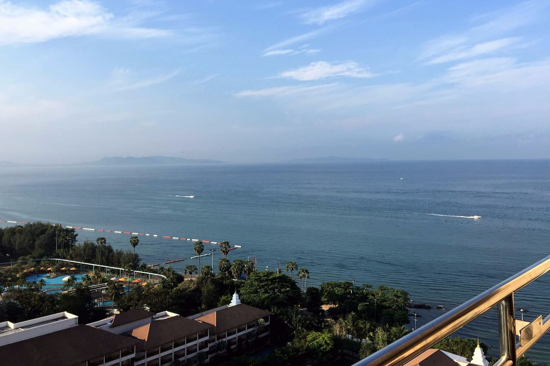 Bel appartement, grand balcon,vue mer Pattaya