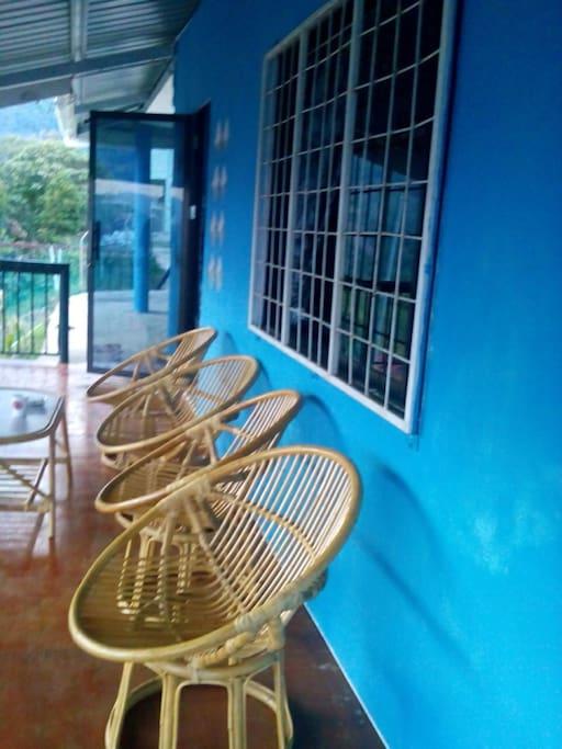 Kawasan balkoni untuk bersantai..