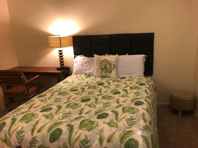 Downtown Overland Park: 1 bedroom apartment