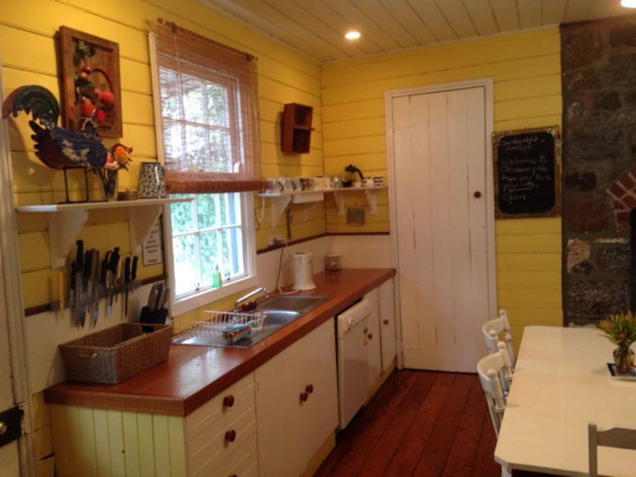 Fully equipped  cottage kitchen and dining space