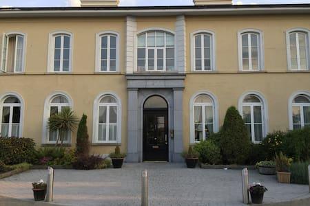 New to market,elegant apartment in Howth village - Dublin