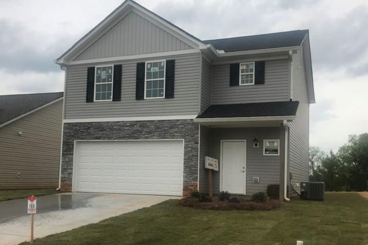 NEW CONSTRUCTION GET AWAY HOME