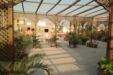 Spacious flat with rooftop on quiet Maadi street - Maadi as Sarayat Al Gharbeyah