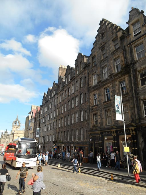 Looking down the Lawnmarket to the High Street and St Giles Cathedral