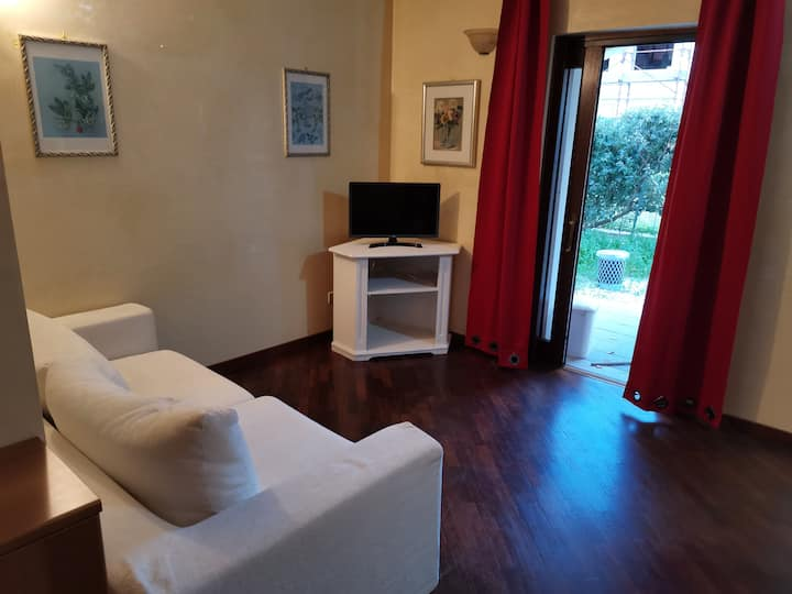 Sunny 2LDK for four people in Olbia.