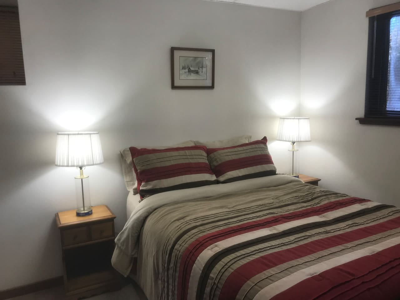 Panther Pond Room:  named after Panther Pond (located nearby.) Sleep well in this cozy 8x10 furnished full size private bedroom.  Enjoy reading in bed on each side and charge devices USB lamps.  Sit up to watch wall-mounted TV w extra pillows.