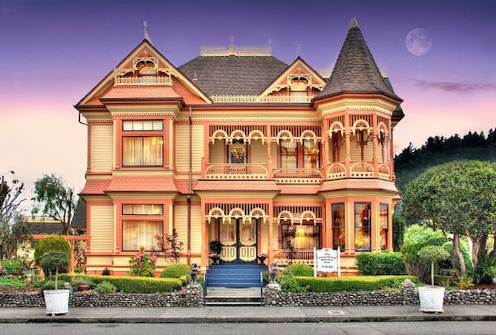 Gingerbread Mansion Inn Romantic bed and breakfast