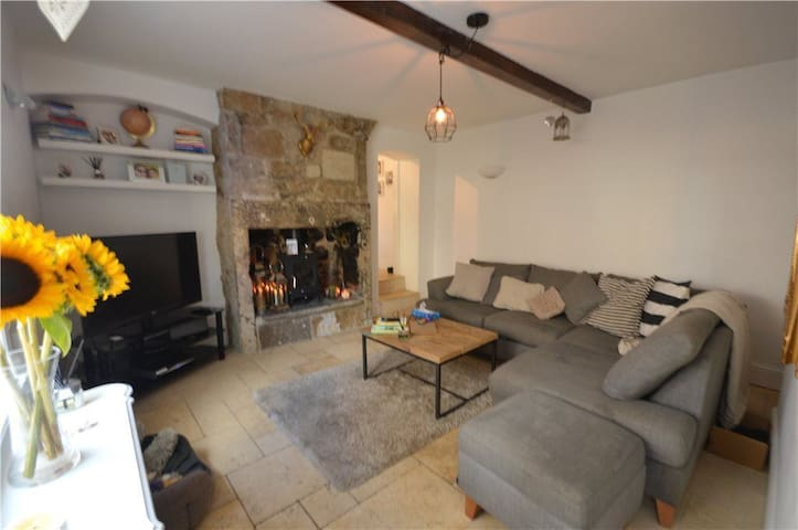 Stylish, safe, clean cozy cottage with log burner