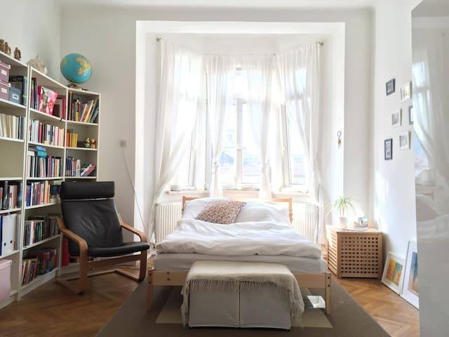 Cozy bedroom in shared apartment - Innsbruck - Huoneisto