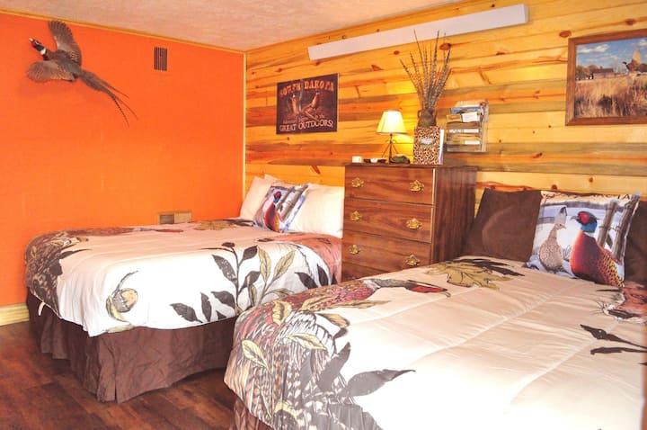 Pheasant Dreams Room, kitchenette, at Restmore Inn