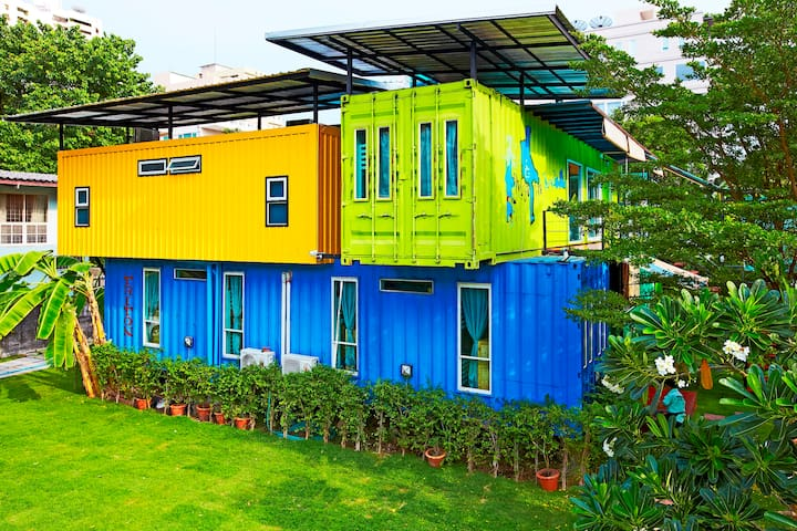 WH(Container design,2ppl,shared bathroom, D)