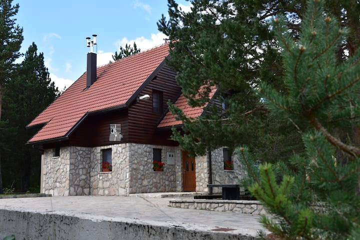 Mountain-House Anamaria, Blidinje