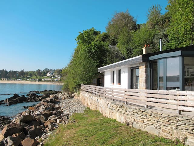 Holiday home in a unique location by the sea, with great views over the bay