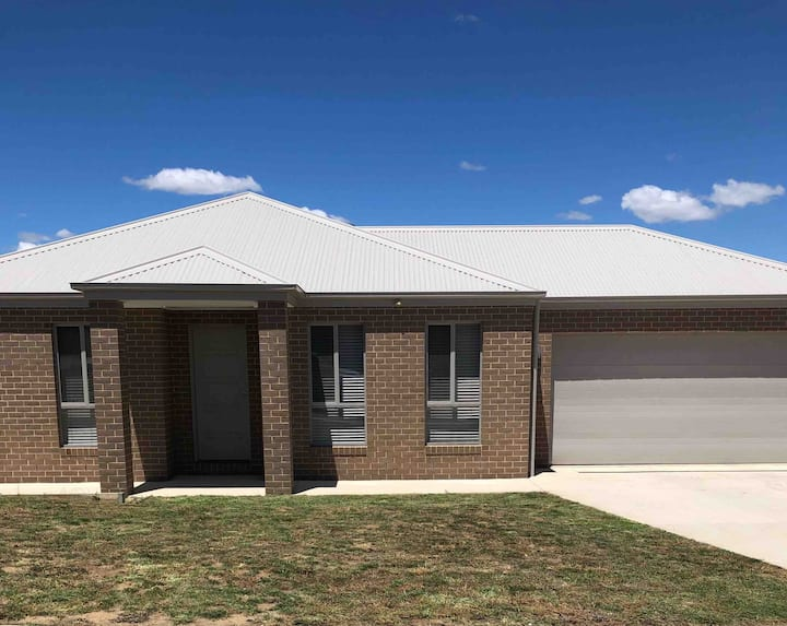 Brand new 4br get away 5 min to albury city