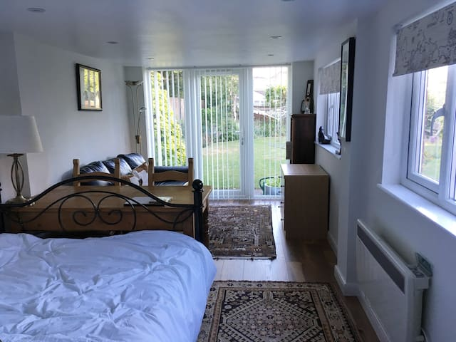 Leafy guest suite in Hertfordshire