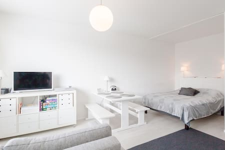 Modern and spacious studio in  central Porvoo - ポルヴォー