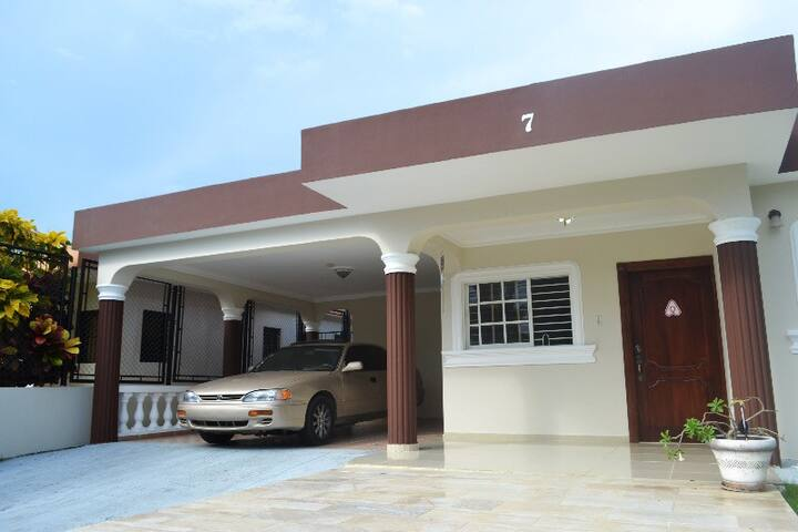 Nice & Cosy, Restful & Secure House - Gurabo