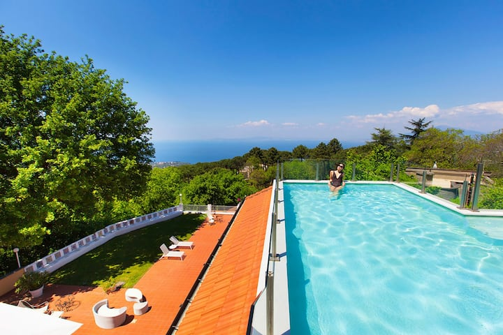 AMORE RENTALS -Villa Eva with Swimming Pool, SPA, Terraces, Sea View, Parking and Air Conditioning