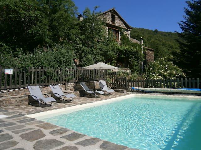 ''la Tour'': petite maison de hameau à Montségur - Sablières - Naturstuga