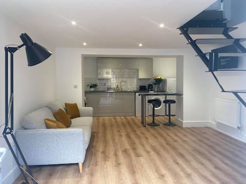 Newly Renovated 1 Bed Apartment Close to Sea