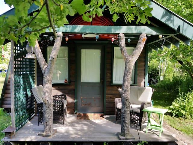 """Stonecroft - """"Woodside cabin"""" (Breakfast included)"""