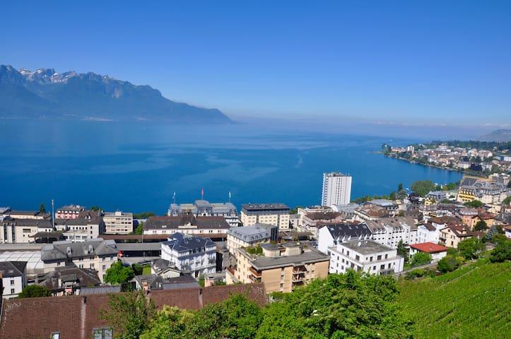 """Chambre en atique """"vue sur lac"""" - Montreux - House"""