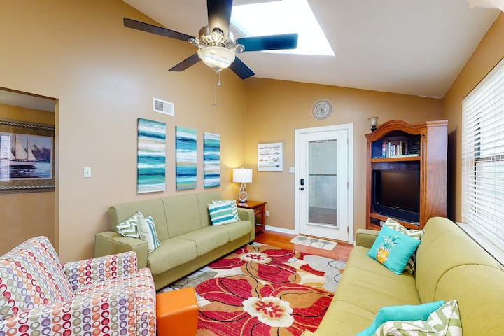 New listing! Beachy retreat in a great location w/ shared pools & covered deck!