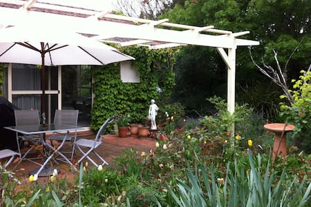 Highland Garden Hideaway - Moss Vale - Bed & Breakfast