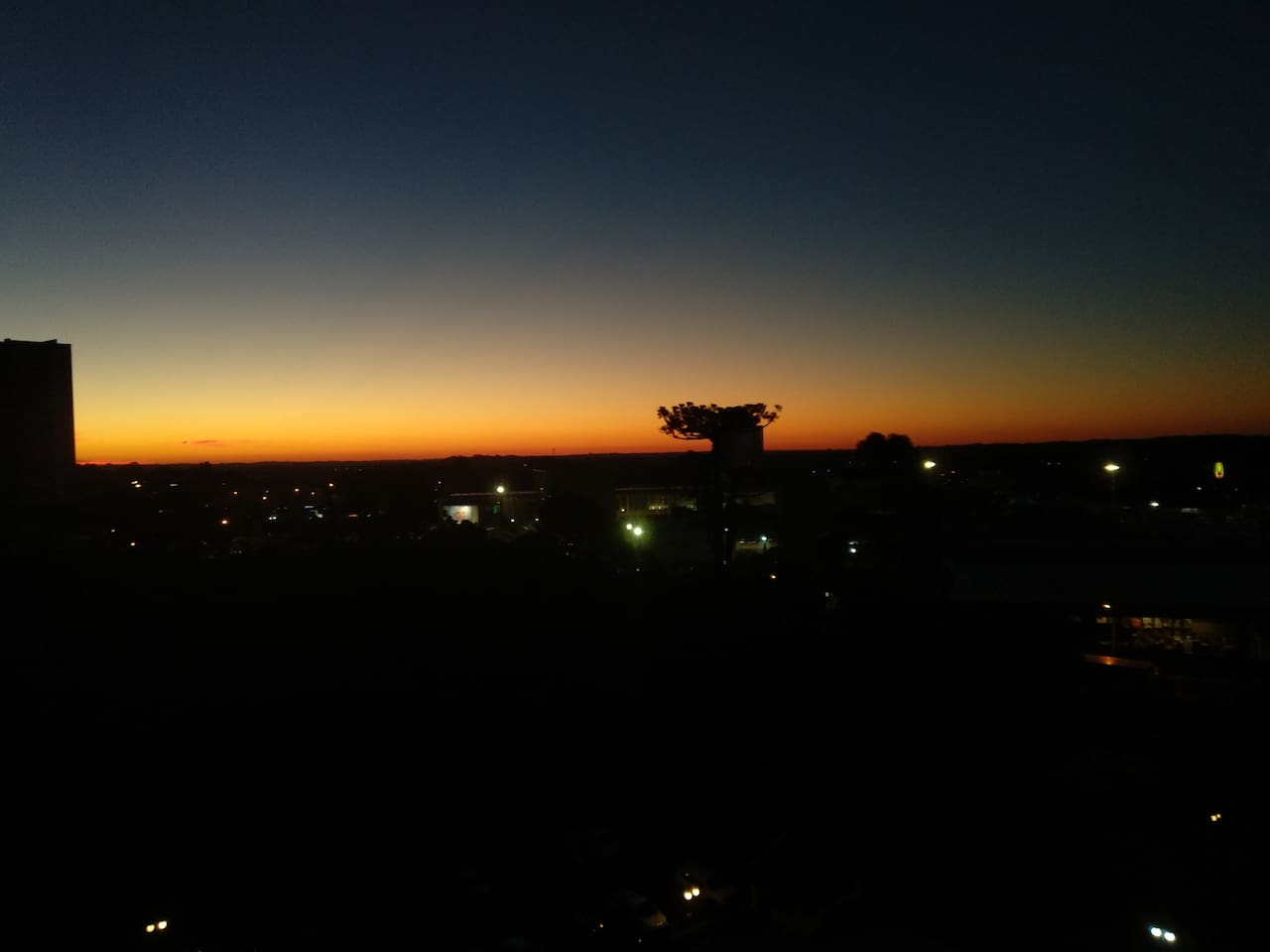 Essa é a vista de final da tarde da sacada do apartamento. Vai perder essa vista?