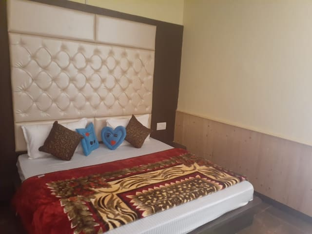 Gold Room - Family Rooms in Kasol - Hotel Sun and Wind