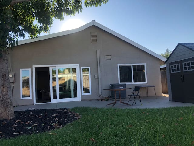 Beautiful remodeled house close to downtown