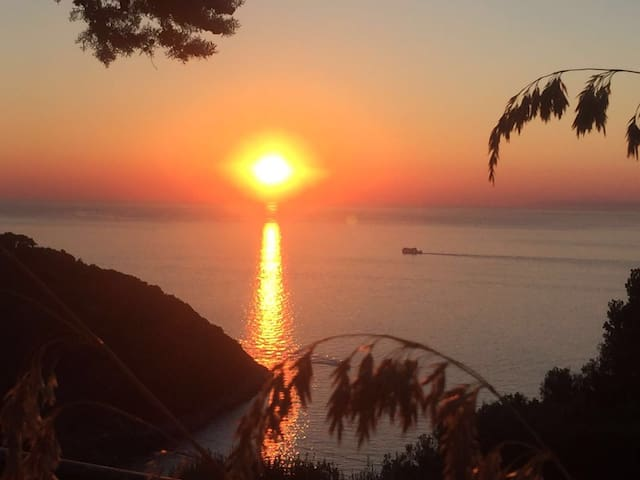 VILLA VELTA SEA SUNSET - SUITE - Porto Santo Stefano - วิลล่า