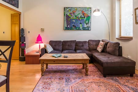 Fully Furnished Apartment Wicker Park Free Parking