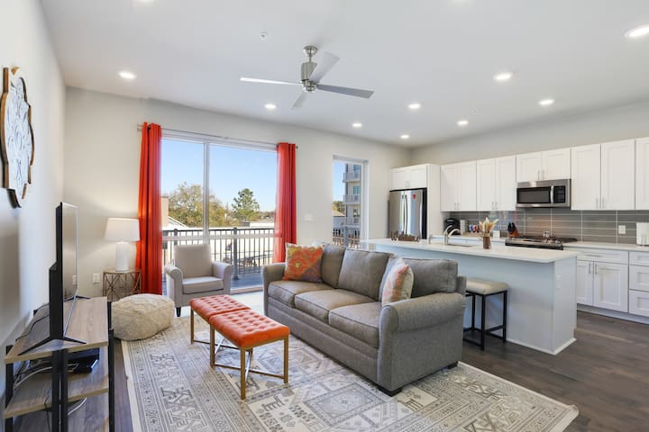 Eclectic Style Condo, Beautiful Bywater Area, Pool