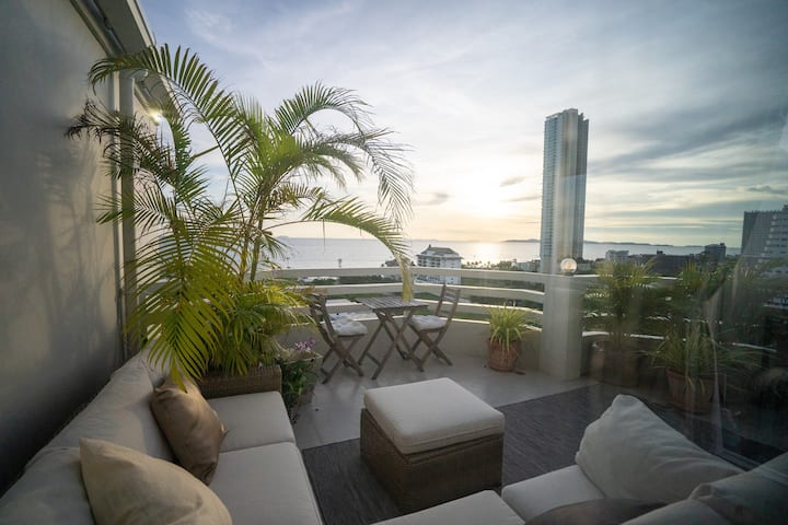 Corner Condo with 25sqm Ocean View Sun Terrace!