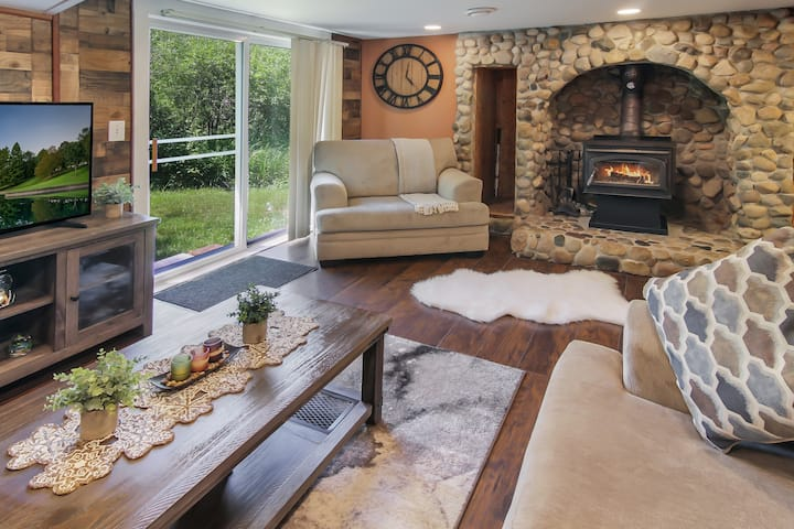 Spacious & Cozy 4BR Alpine Home - Perfect Location