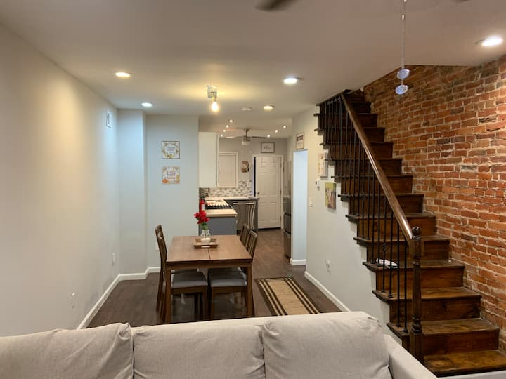 2 Bd Loaded South Philly house full of amenities!