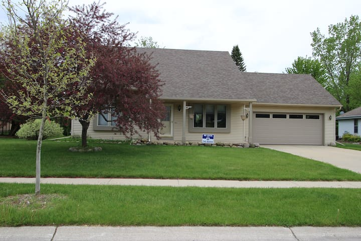 4 BDR, 3BA located 12 miles from Erin Hills
