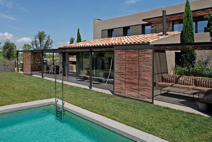 Preciosa villa con piscina . Golf y playa