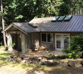 Salal Cottage - Pender Island - Cottage
