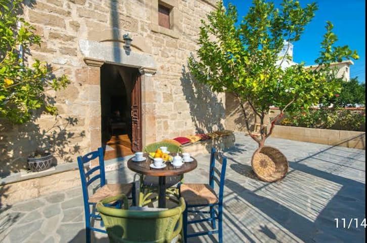 Lemon tree house in Malona