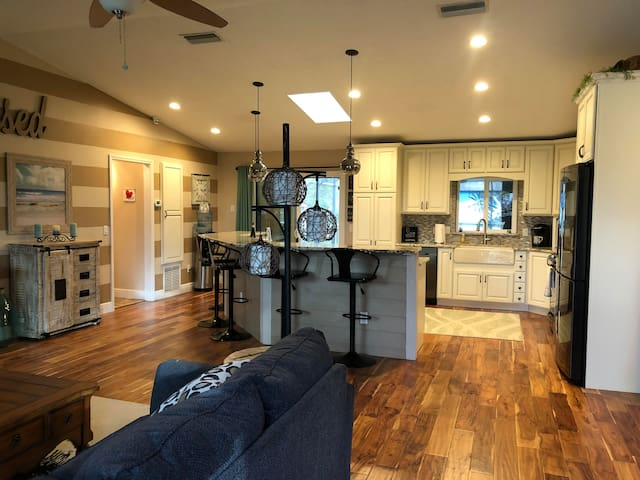 DELAND HOME 3/3 WITH POOL, BEAUTIFULLY UPDATED