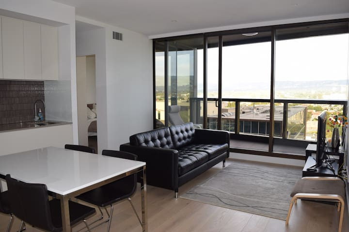 Modern CBD Apartment with an Amazing View - Adelaide