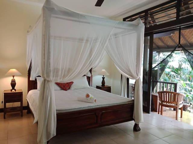 Taman Mesari Guest House Room B-Ubud Center. Pool!
