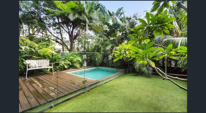 Tropical oasis in Manly Beach with plunge pool.
